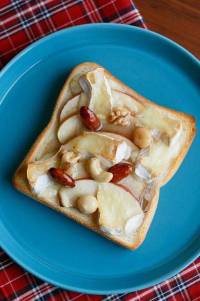 ナッツの蜂蜜漬りんごトースト