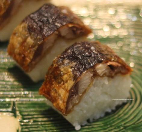 揚げ秋刀魚の照り焼き寿司