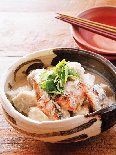 塩鮭と里いもの酒粕煮
