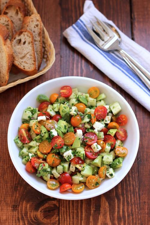 トマトキュウリアボカドのチョップドサラダ