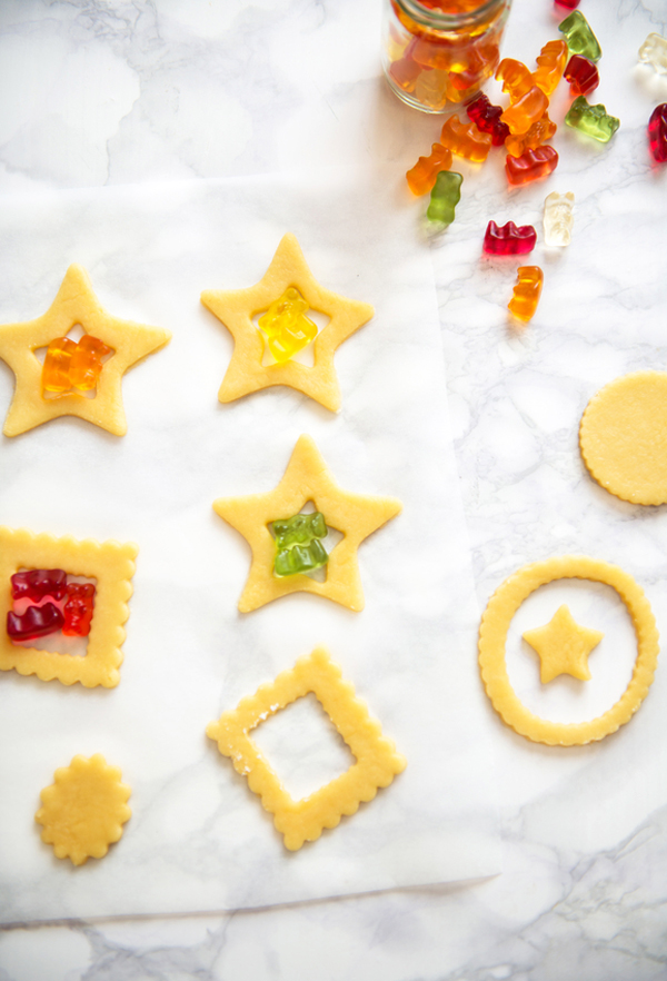 ハリボーで作るステンドグラスクッキーの作り方
