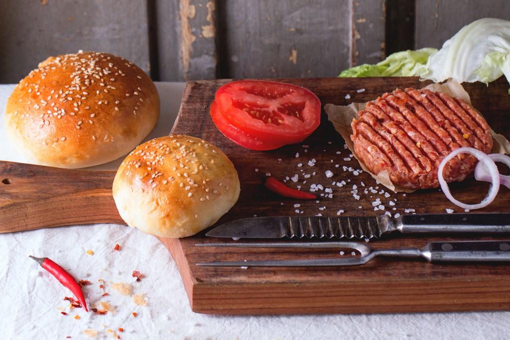 ハンバーガーを作る準備段階